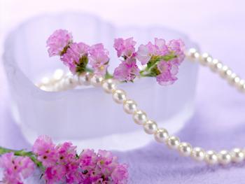パールと花飾り
