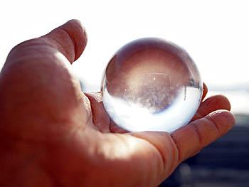 光を通すガラスの玉